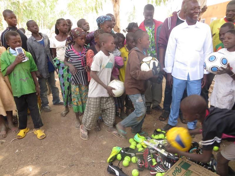 Freude über die vielen Sachenspenden