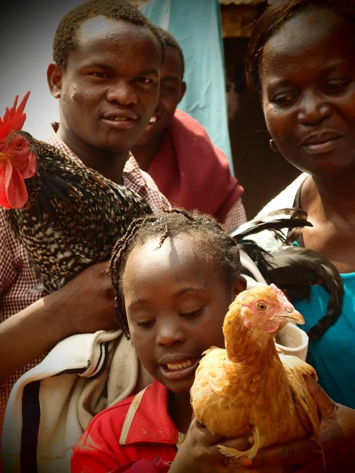Betreuer mit Hühner 2016